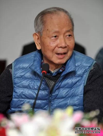 这名经济学家逝世赤月传说2网页私服后 六届政治局常委送了花圈