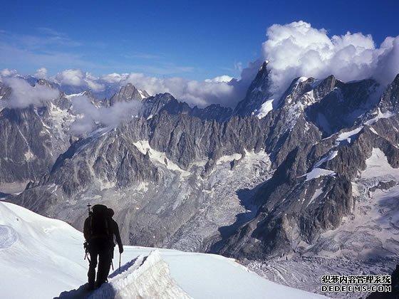全球七座你变态赤月传说私服一定要去征服的山峰